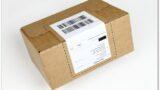 Label-Karton: Deckelklappe mit DHL Label verschlossen